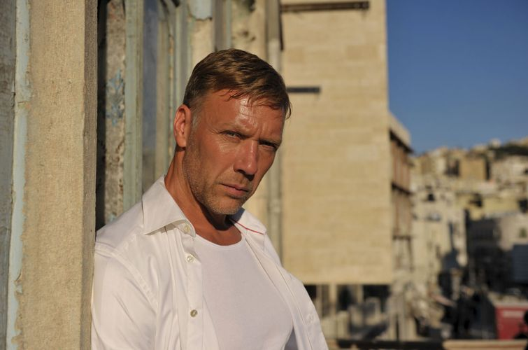 """Agent Hamilton"" – Mikael Persbrandt rettet die Welt ..."