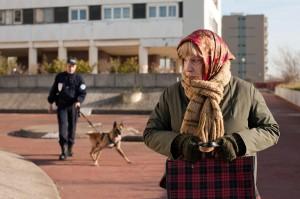 Paulette (Bernadette Lafont) auf der Flucht vor der Drogenfahndung © Neue Visionen Filmverleih