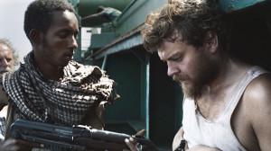 Mikkel und ein somalischer Pirat (c) Magnus Nordenhof Jøhnk/TrustNordisk