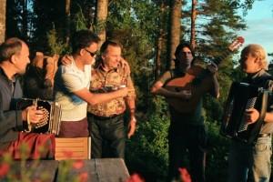 Suomi meets Argentina: Die drei Argentinier Pablo, Chino und Dipi dürfen mit der finnischen Tangolegende Reijo Taipale musizieren. © Björn Knechtel